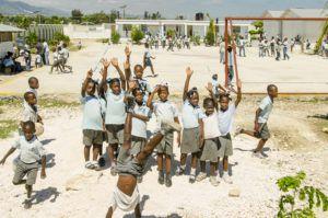 Parce que l'accès à l'éducation est l'une de nos priorités, nous avons développé nos propres écoles en Haïti.