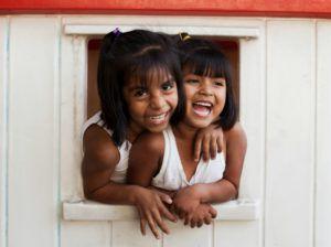 Le foyer bouillonne de vie avec plus de 435 enfants qui y vivent, y jouent et y étudient.