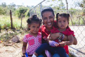 Les enfants qui vivent dans nos foyers sont pris en charge avec leurs frères et sœurs et font partie intégrante de l'environnement familial stable et sécuritaire de NPFS.